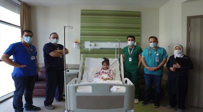 """Kayseri Şehir Hastanesinde """"Mis-C"""" teşhisi konulan çocuğa doktorundan flütlü konser"""
