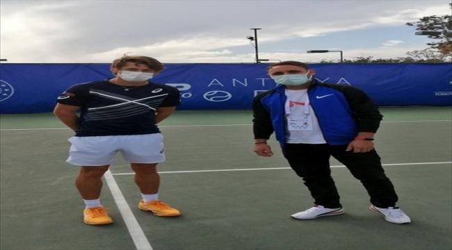 Şanlıurfa'da köylülere tenis sevgisini aşılayan öğretmen Antalya Açık'ta misafir edildi
