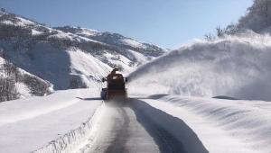 Kara yolları ekiplerinin karla mücadelesi sürüyor