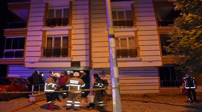 Kırıkkale'de bir apartmanda çıkan yangında 4 kişi dumandan etkilendi