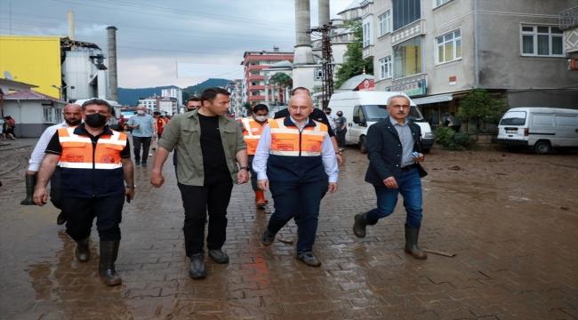 Bakanlar Soylu ve Karaismailoğlu ile AK Parti Genel Başkan Yardımcısı Yazıcı, sel bölgelerinde incelemelerde bulundu