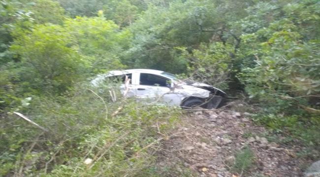 Sakarya'da otomobilin şarampole devrilmesi sonucu biri çocuk 3 kişi yaralandı