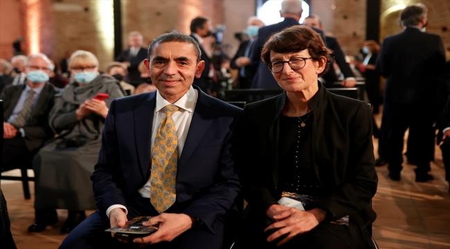 """Yunanistan'da BioNTech'in kurucuları Türeci ve Şahin'e """"İmparatoriçe Theophano"""" ödülü"""